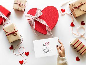 """Caja decorativa de corazón rojo pasión y sobre """"Te quiero mucho"""""""